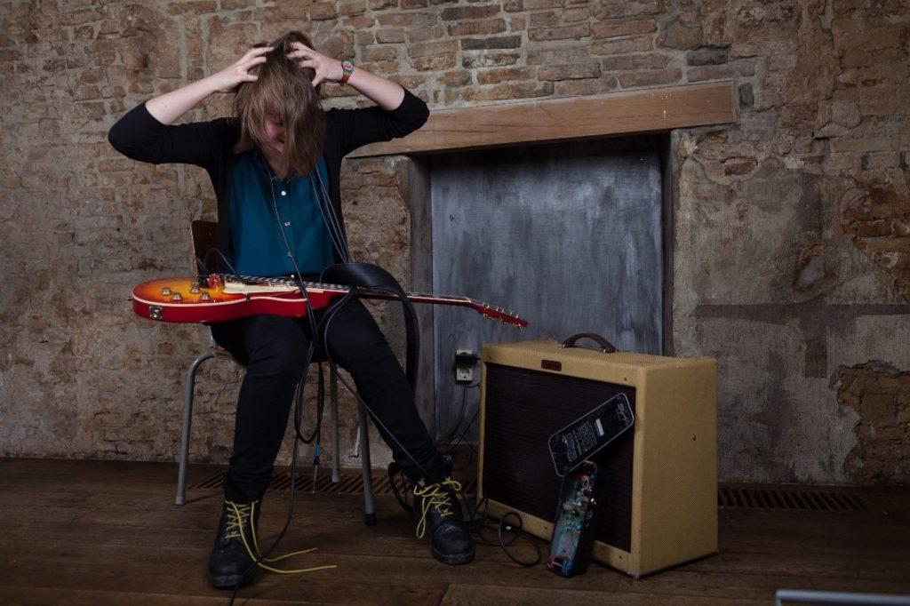 amplificador-y-guitarra