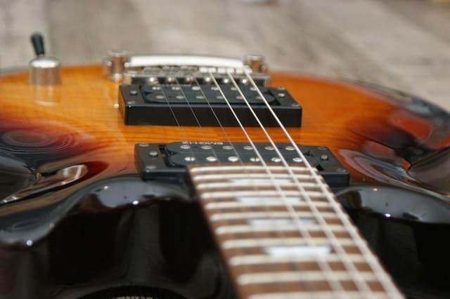 marcas-de-guitarras-acústicas-y-eléctricas