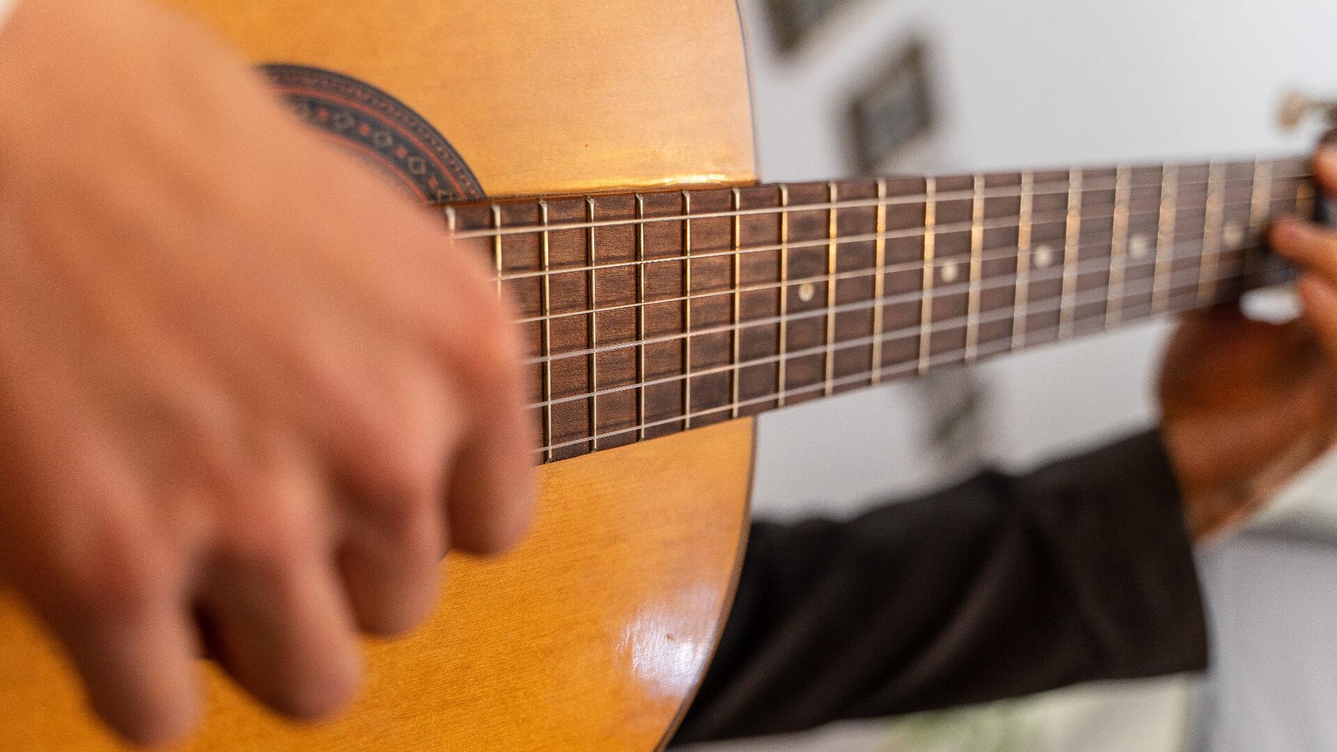 mejores-cuerdas-de-guitarra-acústica