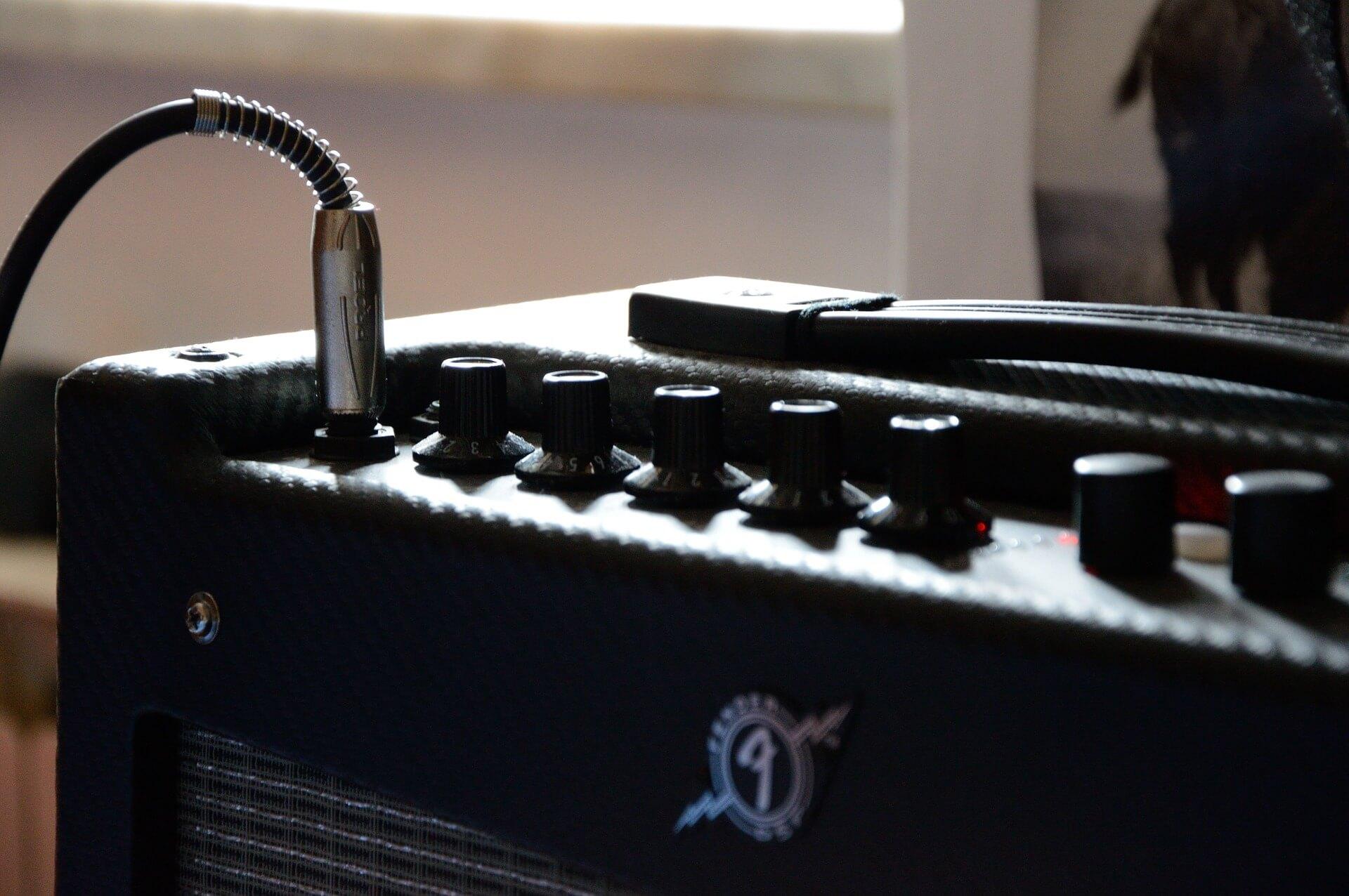mejor-amplificador-para-bajo