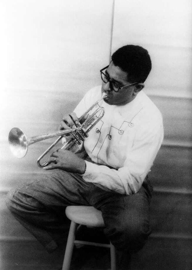 Dizzy-Gillespie-trompetista-famoso