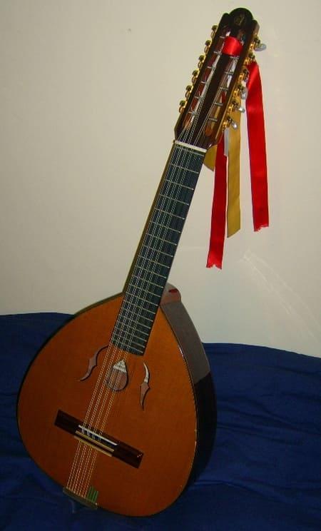 Laud-instrumento-tradicional-de-Espana