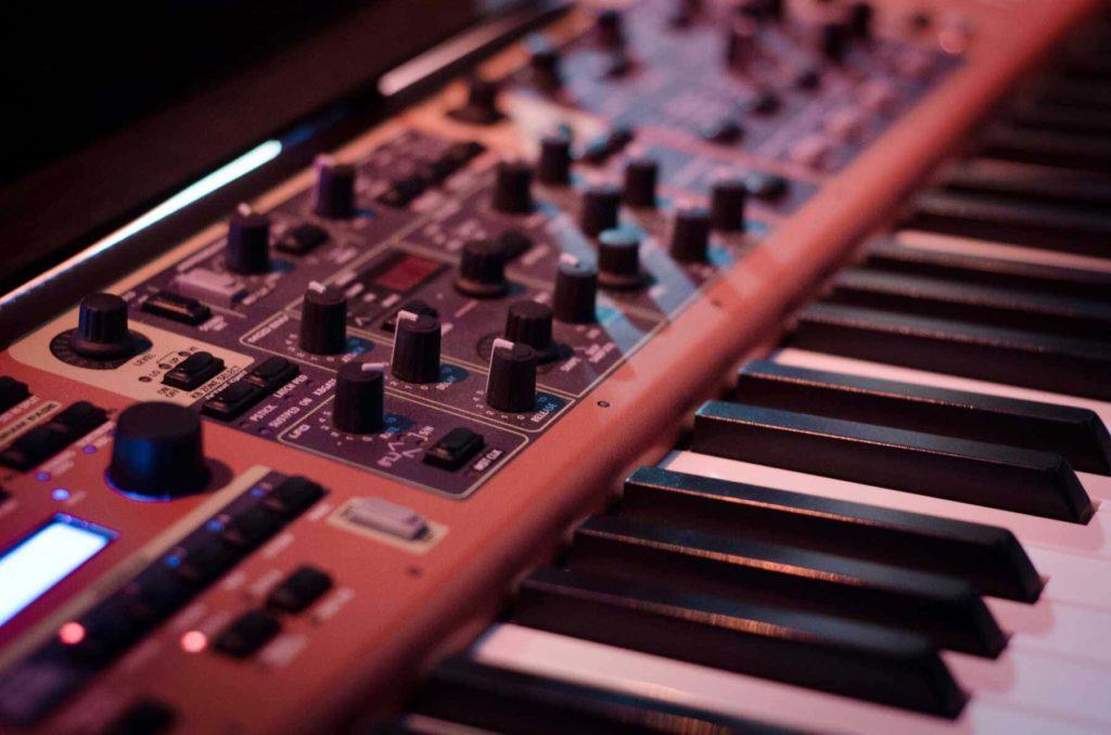 Los-tipos-de-instrumentos-musicales-electronicos