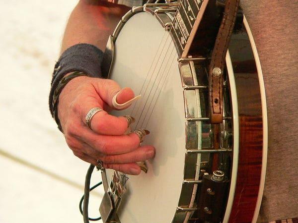 Tipo-de-instrumento-musical-electronico-Banjo-Electrico