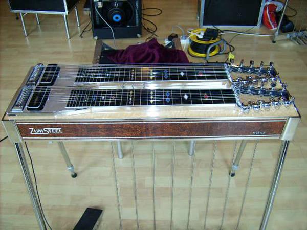 Tipo-de-instrumento-musical-electronico-Guitarra-de-acero-de-consola-o-pedal