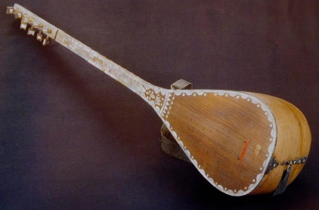 Baglama-instrumento-de-cuerda-punteada