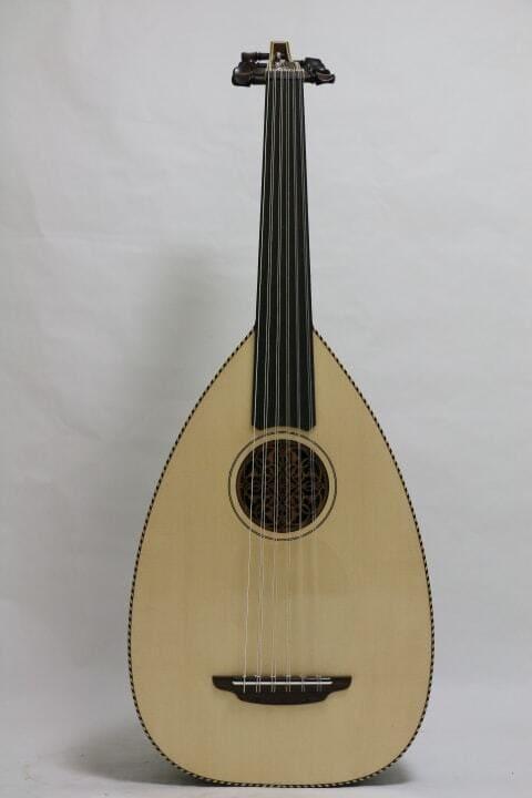 Barbat-instrumento-de-cuerda-punteada
