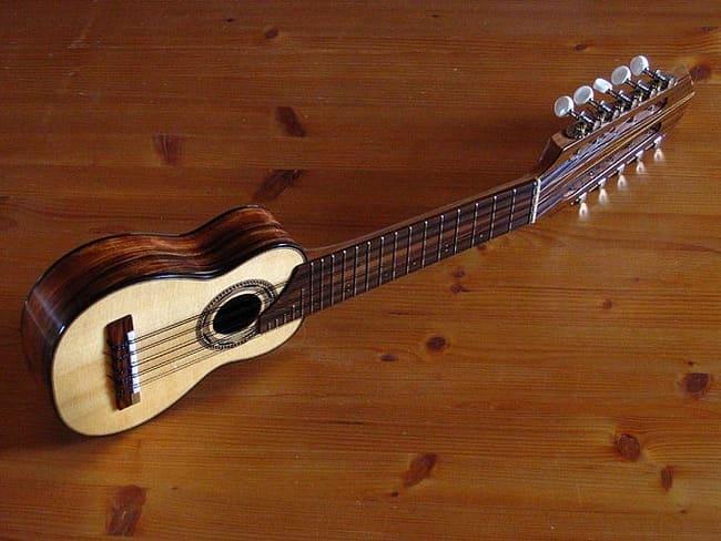 Charango-Peruano-instrumento-musical