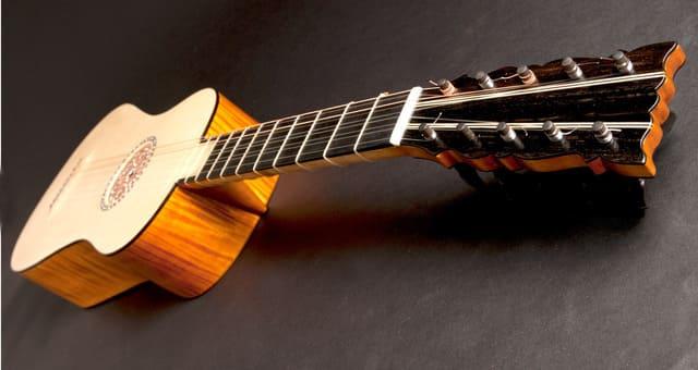 Guitarra-barroca-instrumento-de-cuerda-punteada