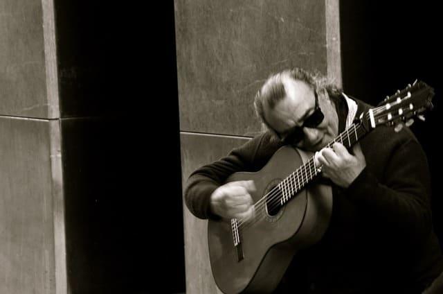 Guitarra-clasica-instrumento-de-cuerda-punteada