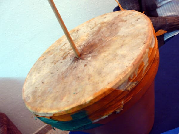 Zambomba-Instrumentos-membranofonos