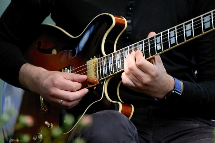 guitarra-electrica-instrumentos-del-jazz