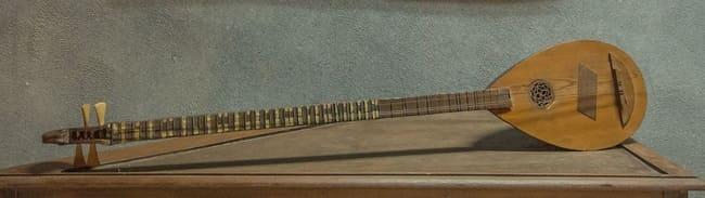 instrumentos-musicales-arabes-Buzuq