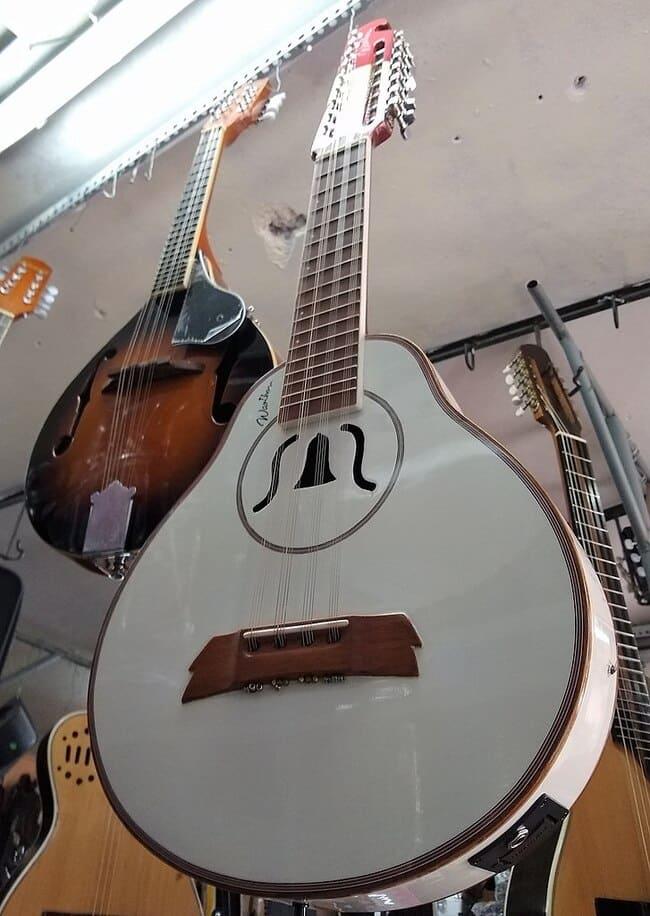 instrumentos-musicales-peruanos-Bandurria-cusquena
