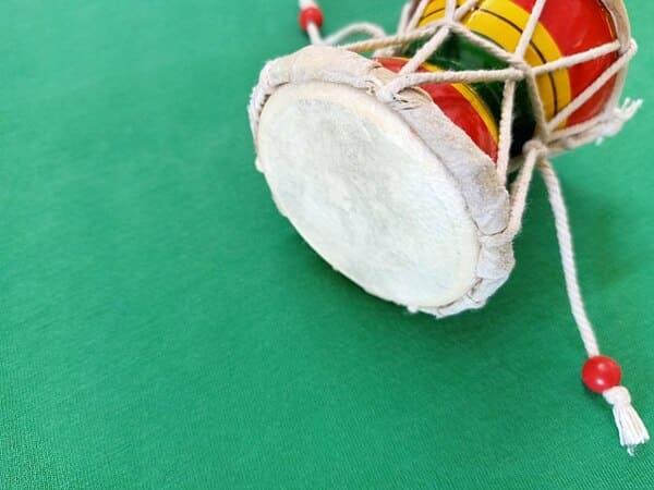 Damaru-instrumento-de-percusion